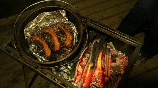 【キャンプ飯】ダッチオーブンで作る豚のスペアリブ燻製