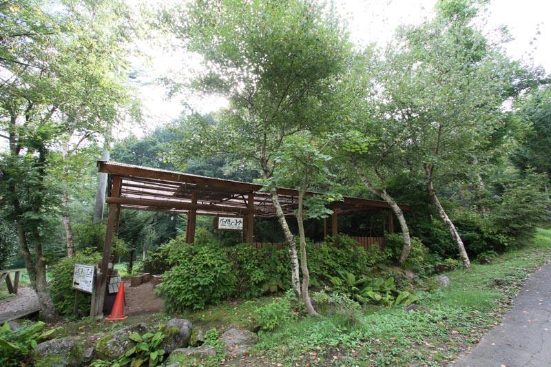 オートキャンプ場「赤倉の森」バーベキューコーナー