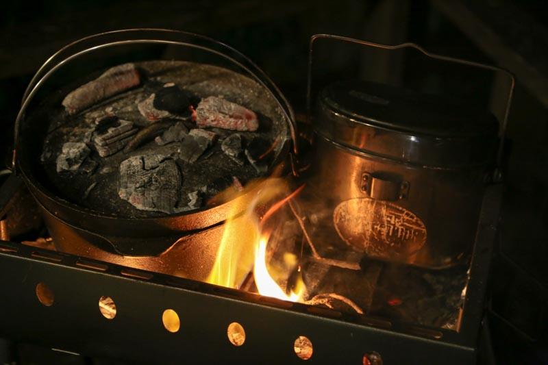 キャンプ飯 ダッチオーブンで牛肉香草焼き