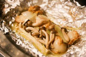 キャンプ飯 鮭とキノコのバター蒸し焼き