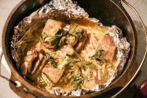 【キャンプ飯】 ダッチオーブンで牛肉香草焼き