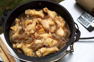 キャンプ,アウトドア,キャンプ飯,キャンプ料理,アウトドア料理,レシピ,簡単,かんたん,カンタン,ダッチオーブン,鶏肉の手羽のぽん酢煮,鶏肉