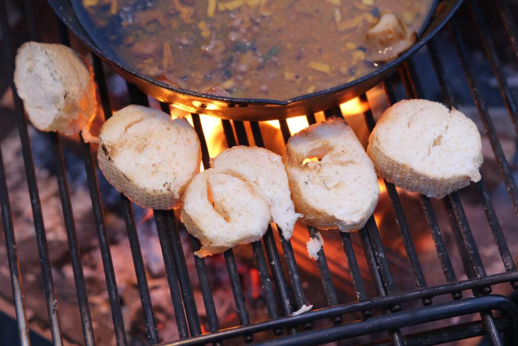 【キャンプ飯】簡単!イカの塩辛でアヒージョとリゾットを作る